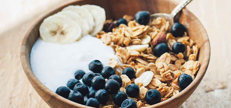 yogurt bowl with oats blueberries banana
